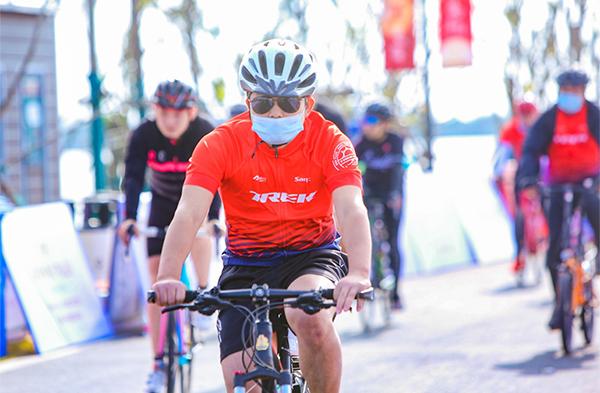 销售部周末团建:自行车比赛